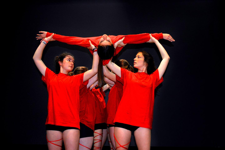 baile de cuerdas de las chicas de conte-fusion figura en el aire