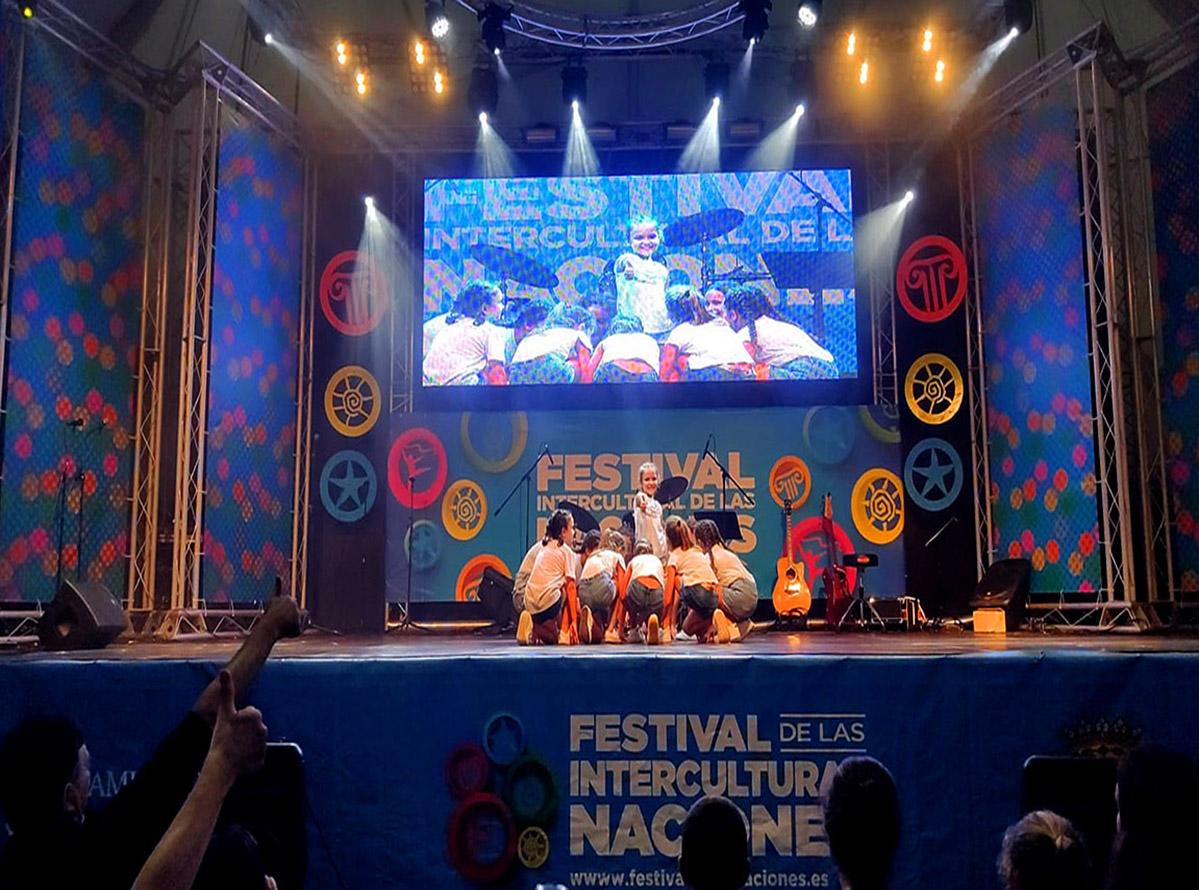 Feria de las Naciones Oasis niñas grupo 1