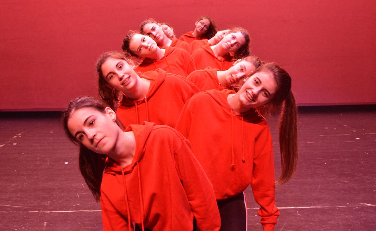 efecto óptico bailarinas contemporáneo baile sudaderas rojas