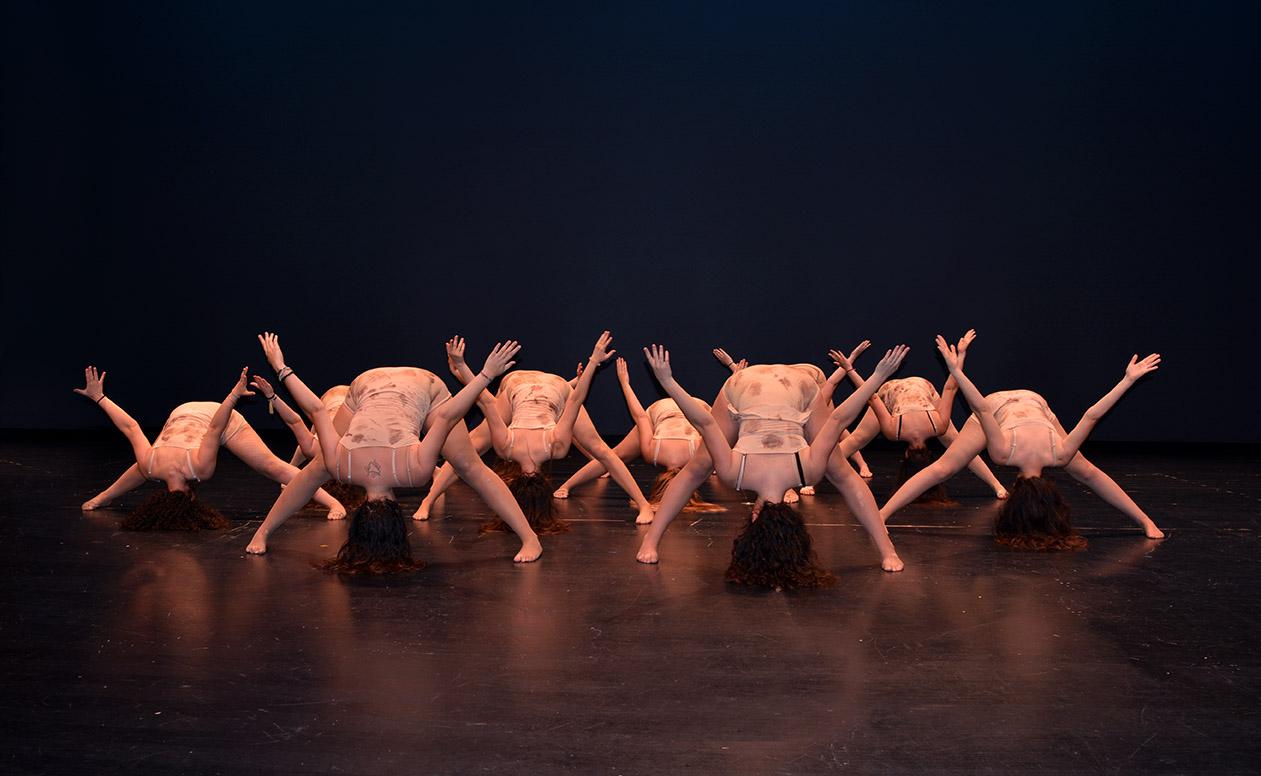 figura artística en el escenario bailarinas de conte